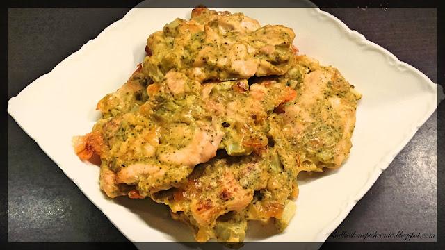 Siekane kotlety drobiowe z brokułem pieczone w piekarniku