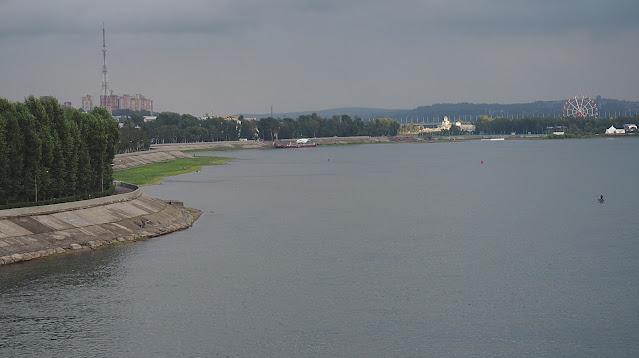Иркутск, Ангара - вид с моста на набережную (бульвар Гагарина)