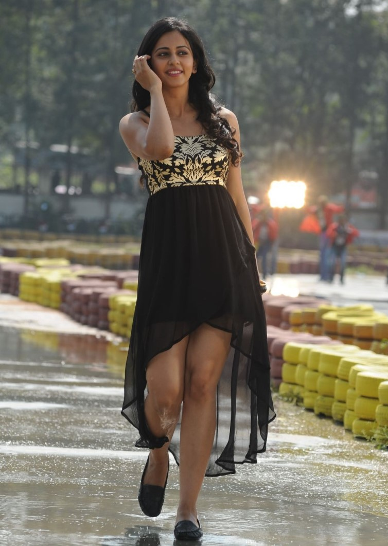 Rakul Preet Singh Very Hot Photos In Black Dress
