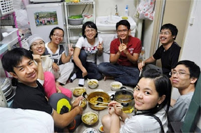 Căn phòng trọ chật hẹp của các du học sinh Nhật Bản