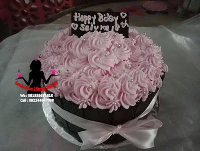 Kue Tart Pagar Coklat Topping Buttercream bunga hias mutiara