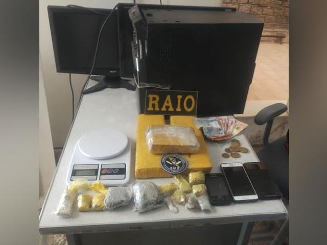 Adolescente é apreendido com três quilos de drogas dentro de casa em Icó