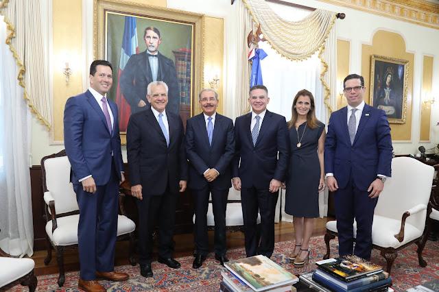 Danilo recibe a Stanley Motta, presidente de Copa Holdings