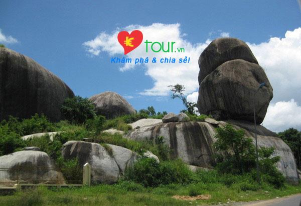 Các điểm du lịch nổi tiếng nhất ở Đồng Nai  - Đá Ba Chồng