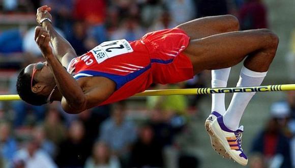 El mayor escándalo de dopaje que involucró al deporte cubano ocurrió en los Panamericanos de Winnipeg-99, cuando fueron despojados de sus títulos el recordista mundial en salto de altura, Javier Sotomayor, y tres pesistas.