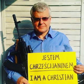 Pastor da Polônia incentiva cristãos a andarem armados para 'protegerem a fé'