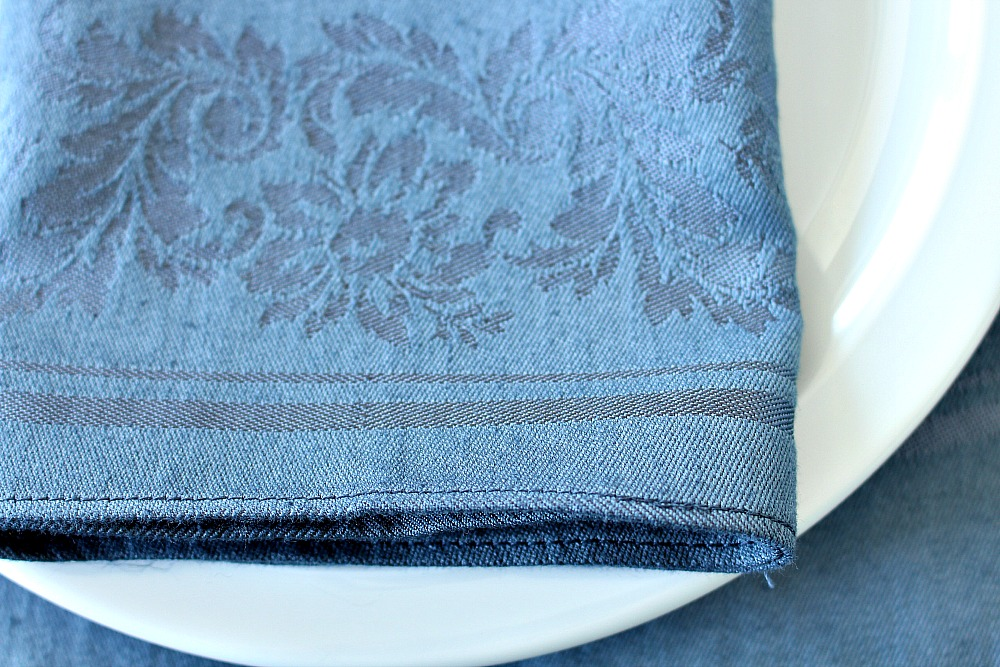 Review of iDye natural fabric dye compared to Rit Dye // @danslelakehouse
