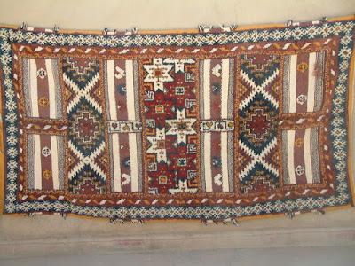 صناعات تقليدية تونسية، الشاشية، البرنوس،  البطانية،  الزربية ،صناعة الخزف،