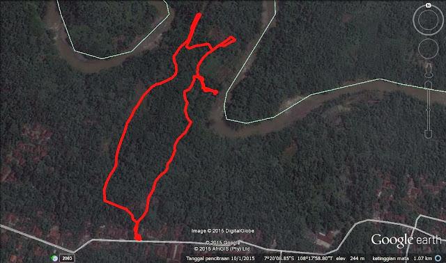 Track jalur hiking menuju air terjun Gobang.