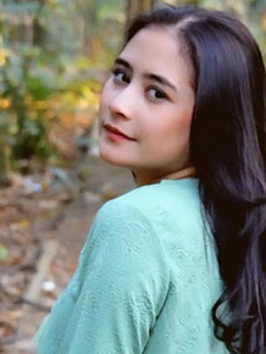 Photo Prilly Latuconsina Terbaru
