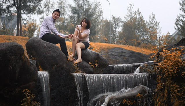 foto romantis di air terjun little venice puncak