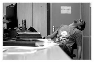 Efek dan Dampak Negatif Membawa Pulang Pekerjaan Kantor Ke Rumah