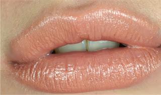 MAC - Lipstick - Shy girl - cremesheen finish - review - swatch
