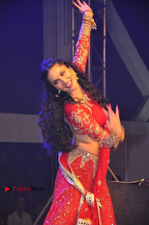 Bollywood Actress Model Sunny Leone Dance Performance in Red Half Saree at Rogue Audio Launch 13 March 2017  0070.jpg
