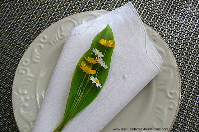 Servilletero realizado con flores silvestres para boda campestre