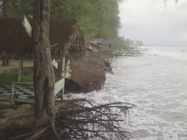 Cuaca Buruk, Abrasi Sepanjang Pantai Aceh Barat Daya Makin Meluas