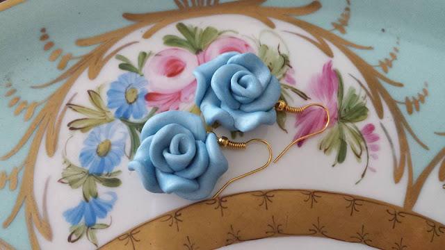 Orecchini Rose azzurre in Fimo interamente realizzate a mano