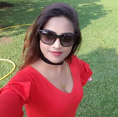 Diya Singh selfie