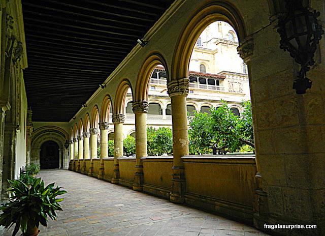 Claustro do Mosteiro de San Jerónimo, em Granada