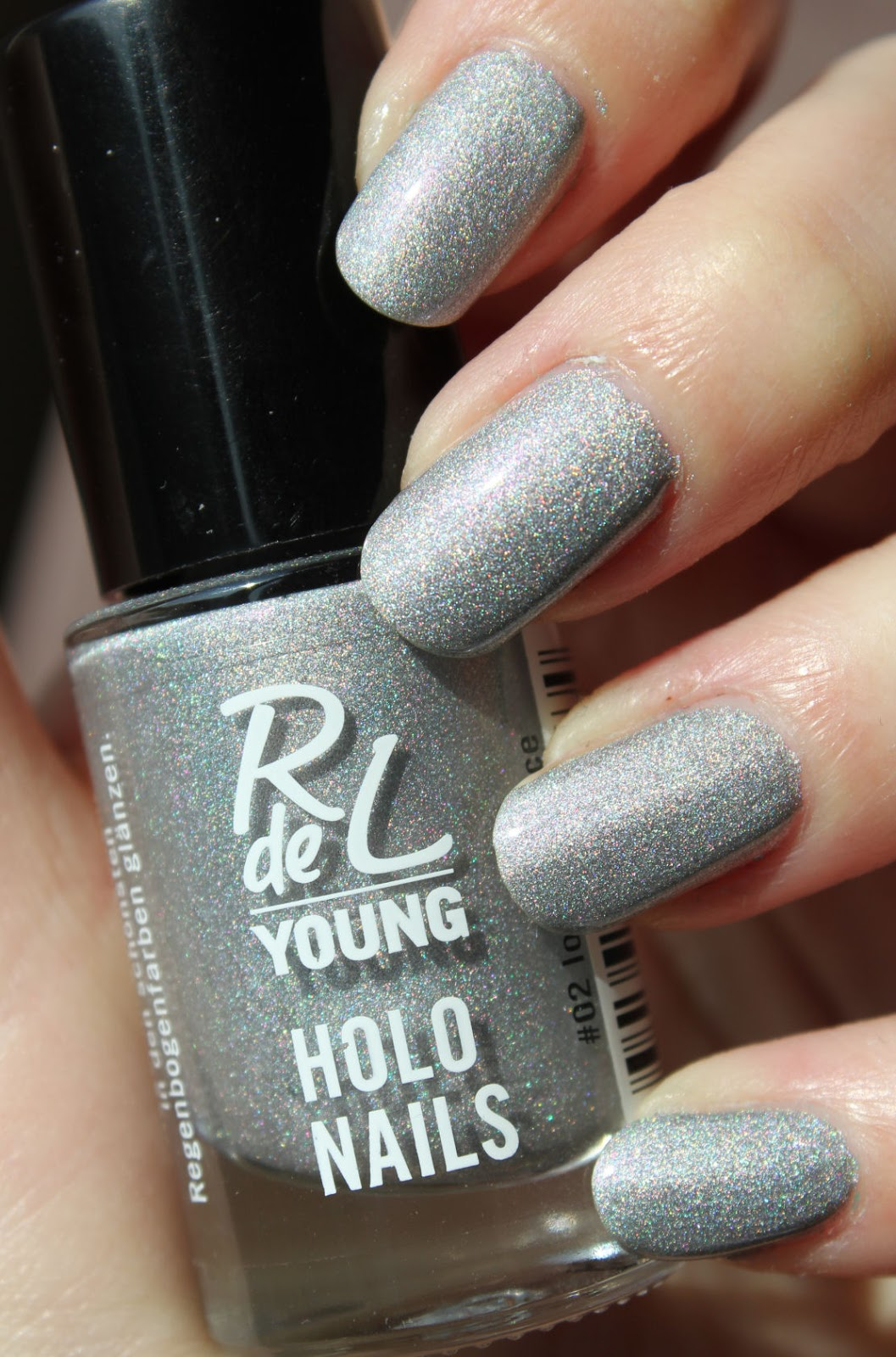 http://lacquediction.blogspot.de/2014/04/rival-de-loop-young-holo-nails-02-lost.html
