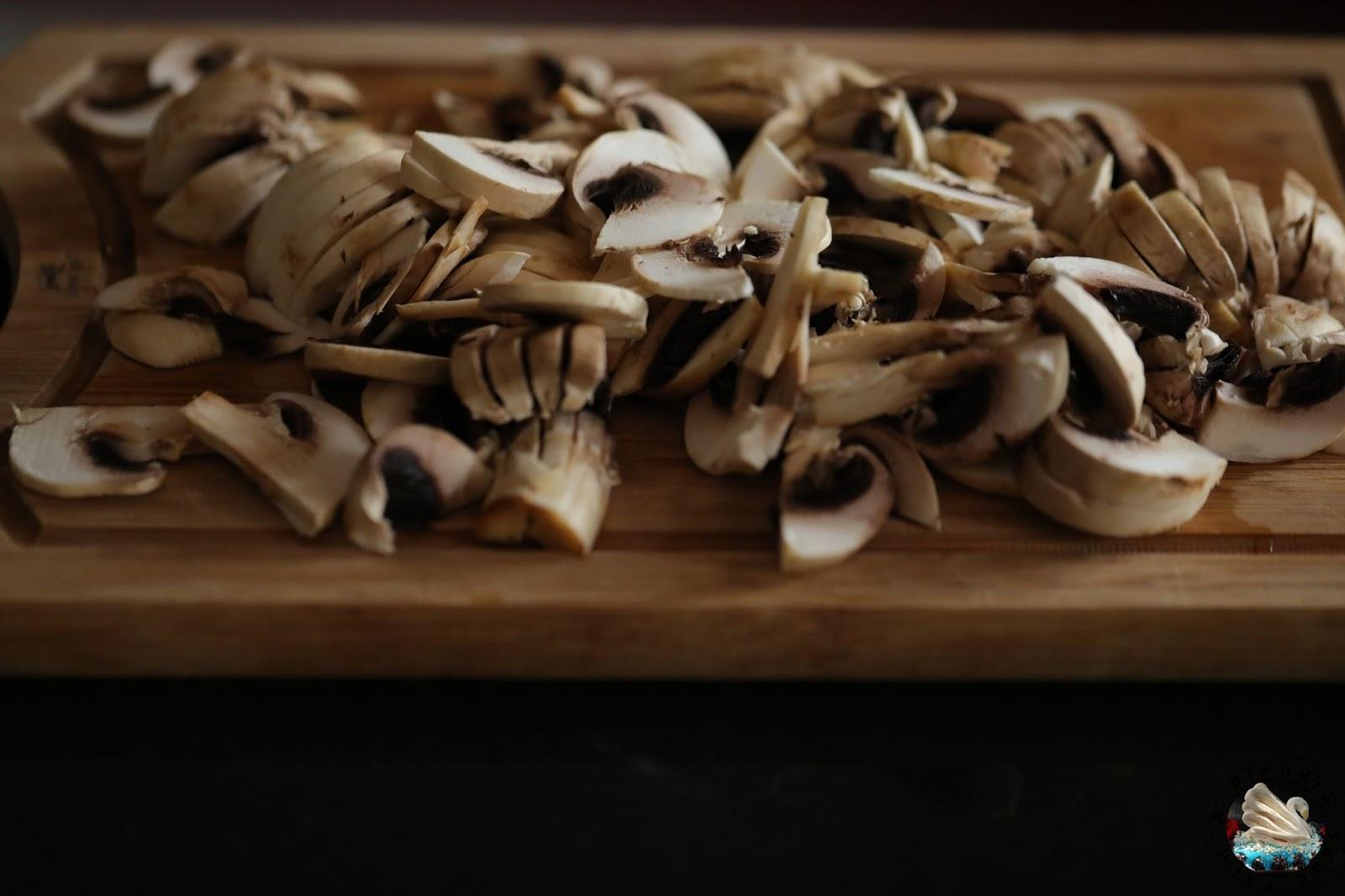 Tourtes au poulet et aux champignons (pas à pas en photos)