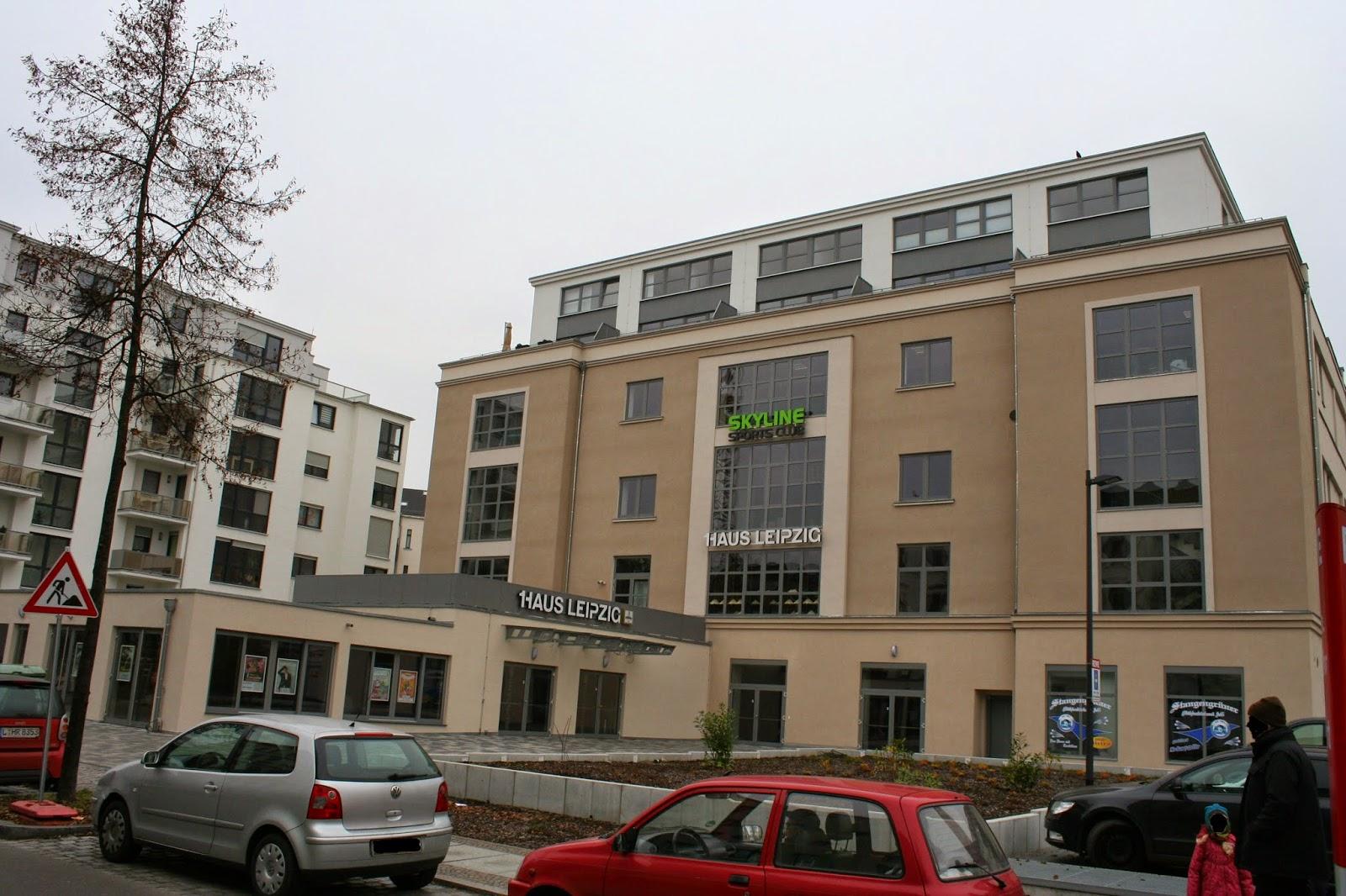 Das Haus Leipzig in der Elsterstraße wurde ca. ab 1927 errichtet, nachdem im selben Jahr auf dem Grundstück eine ehemalige Reithalle abgerissen wurde - 1930 wurde darin eine Kegelhalle eröffnet