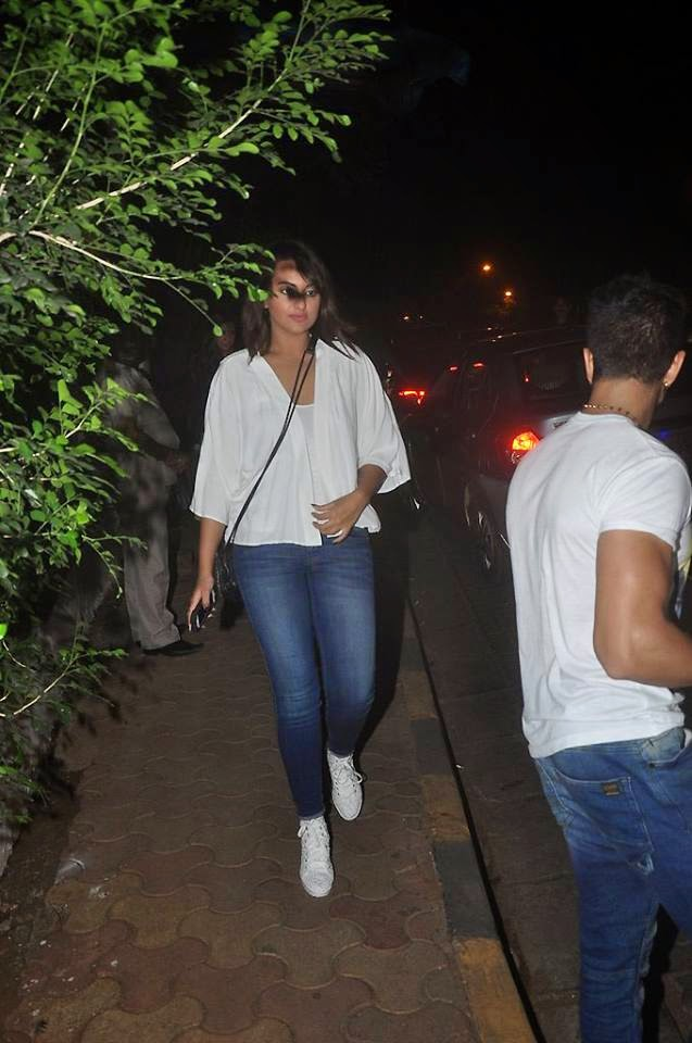 Sonakshi Sinha and Kalki Koechlin spotted at Bandra