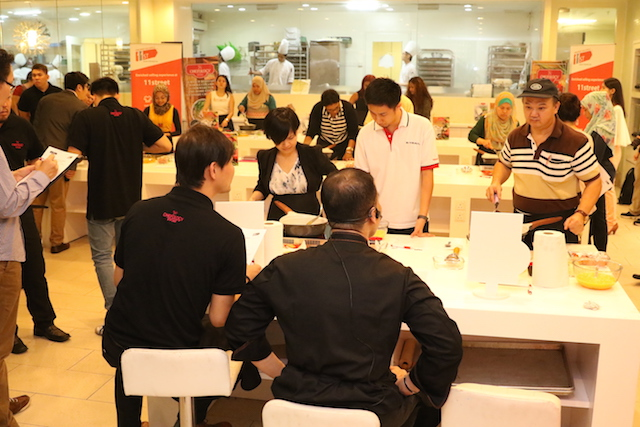 Recreating Chef Zam's delicious Spanish Tortilla with Salami recipe, members of media had the opportunity to experience the brand new Chefology Marble Ceramic 28cm Fry Pan with even heat distribution, while enjoying the special cooking moments with the famous Celebrity Chef.