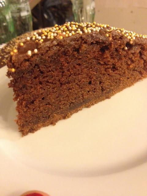 Pastel de chocolate con cobertura de chocolate