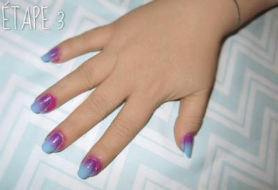 Étape 3 du dégradé en nail art en 4 étapes.