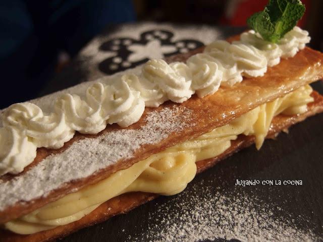 Milhojas de hojaldre crujiente con crema pastelera y nata de Paco Torreblanca - Jugando con la cocina