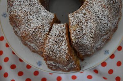 Бананов кекс със сладко от динени корички