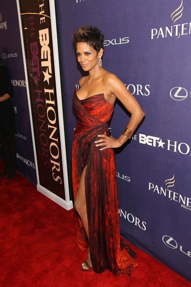 Halle Berry flaunts a strapless red and black gown with a thigh ...