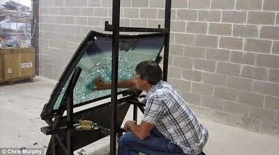 Cara Menguji Cermin Kereta Kalis Peluru