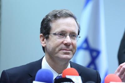 Herzog é interrogado pela polícia por corrupção
