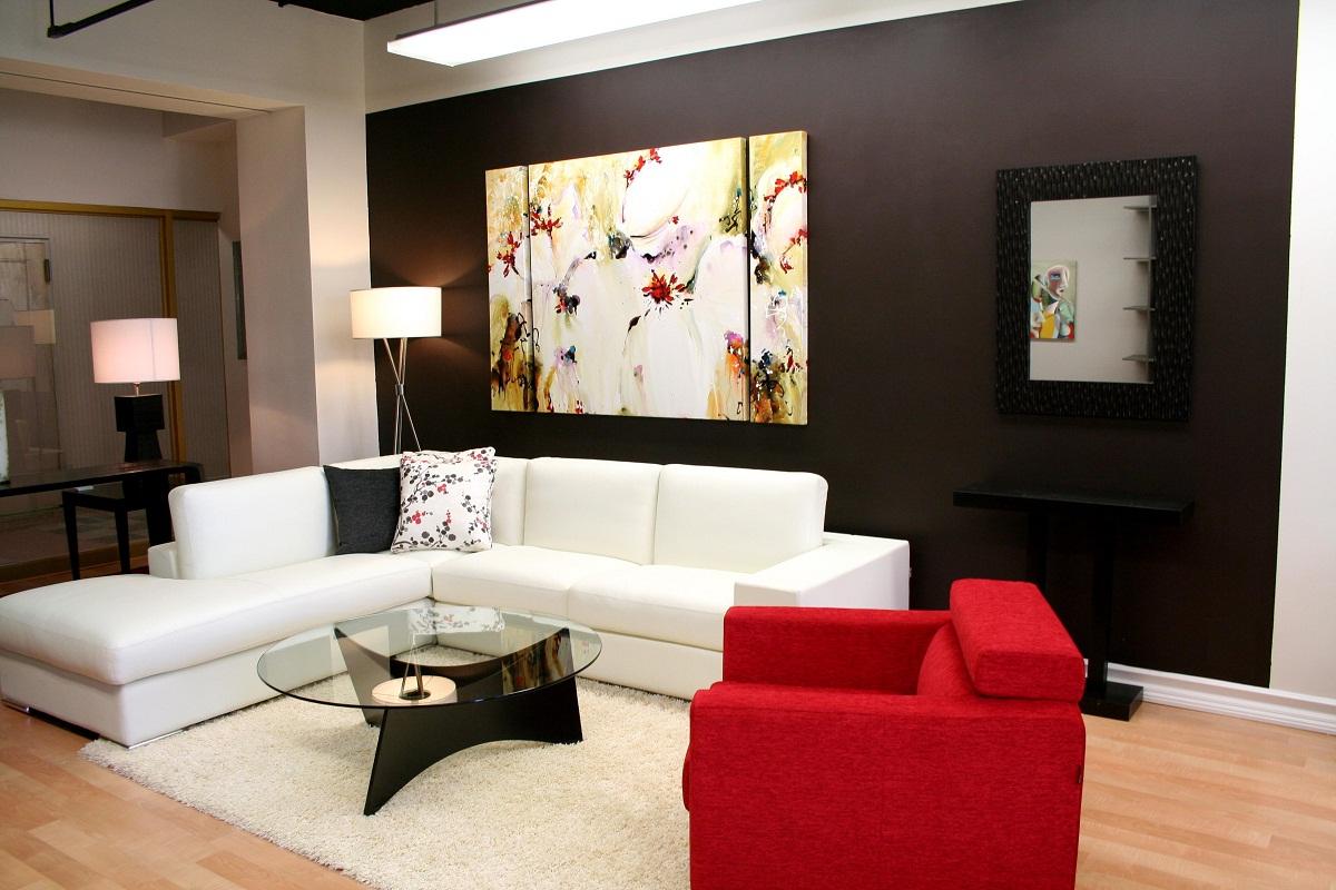 ruang-keluarga-modern-dan-minimalis-dengan-lukisan-wallpaper