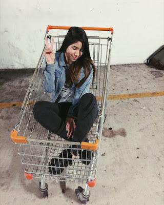 poses en carrito de supermercado tumblr