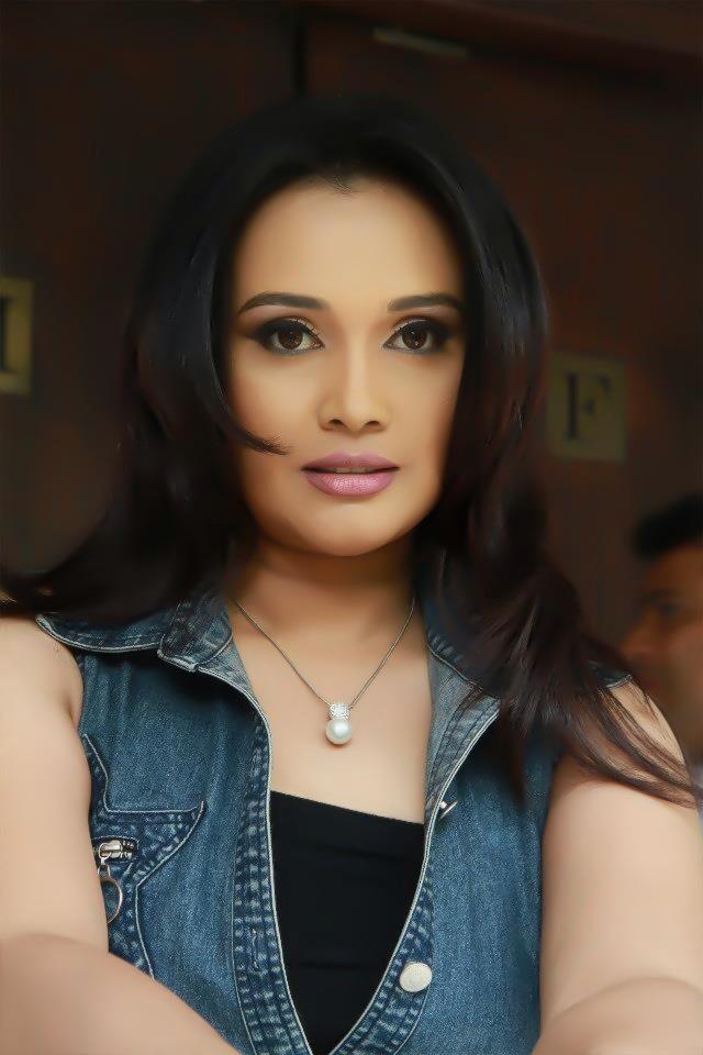 Gayathri Dias | Hot Sri Lankan Actress ~ Live & Enjoy with