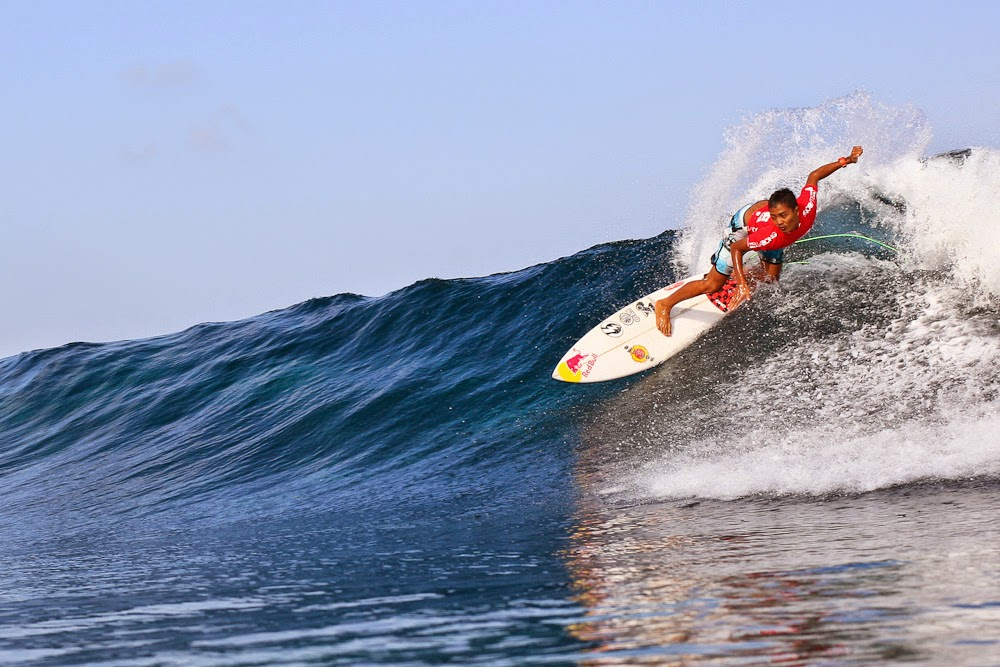 10 Places You Shouldn't Miss in Indonesia | Surfing in Nusa Lembongan