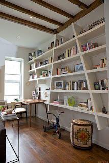 escritorio para oficina casera con biblioteca