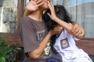 Foto Nakalnya Anak SMU Pacaran
