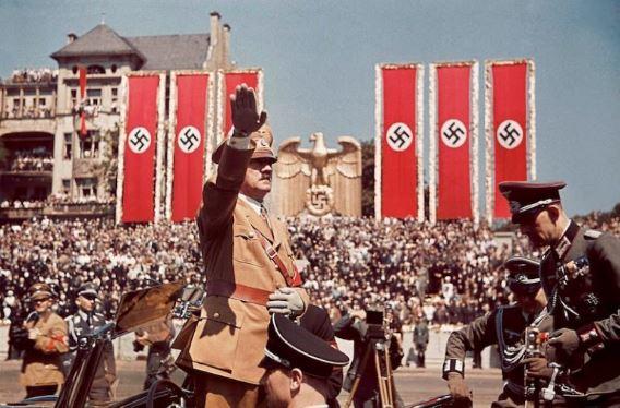Berhenti Agung-Agungkan, Kenali Siapa Hitler Yang Sebenarnya