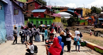 tempat foto di kampung warna warni jodipan di malang