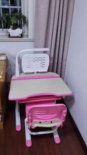 khách hàng phản hồi về bàn học cho bé màu hồng