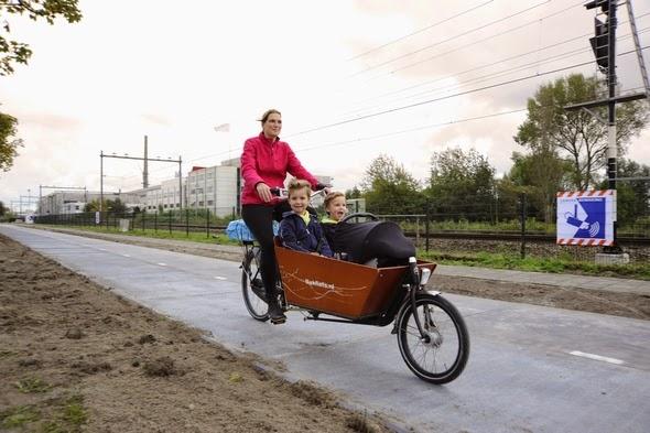 Bakfiets バックフィーツ オランダ 自転車 子供 載せる