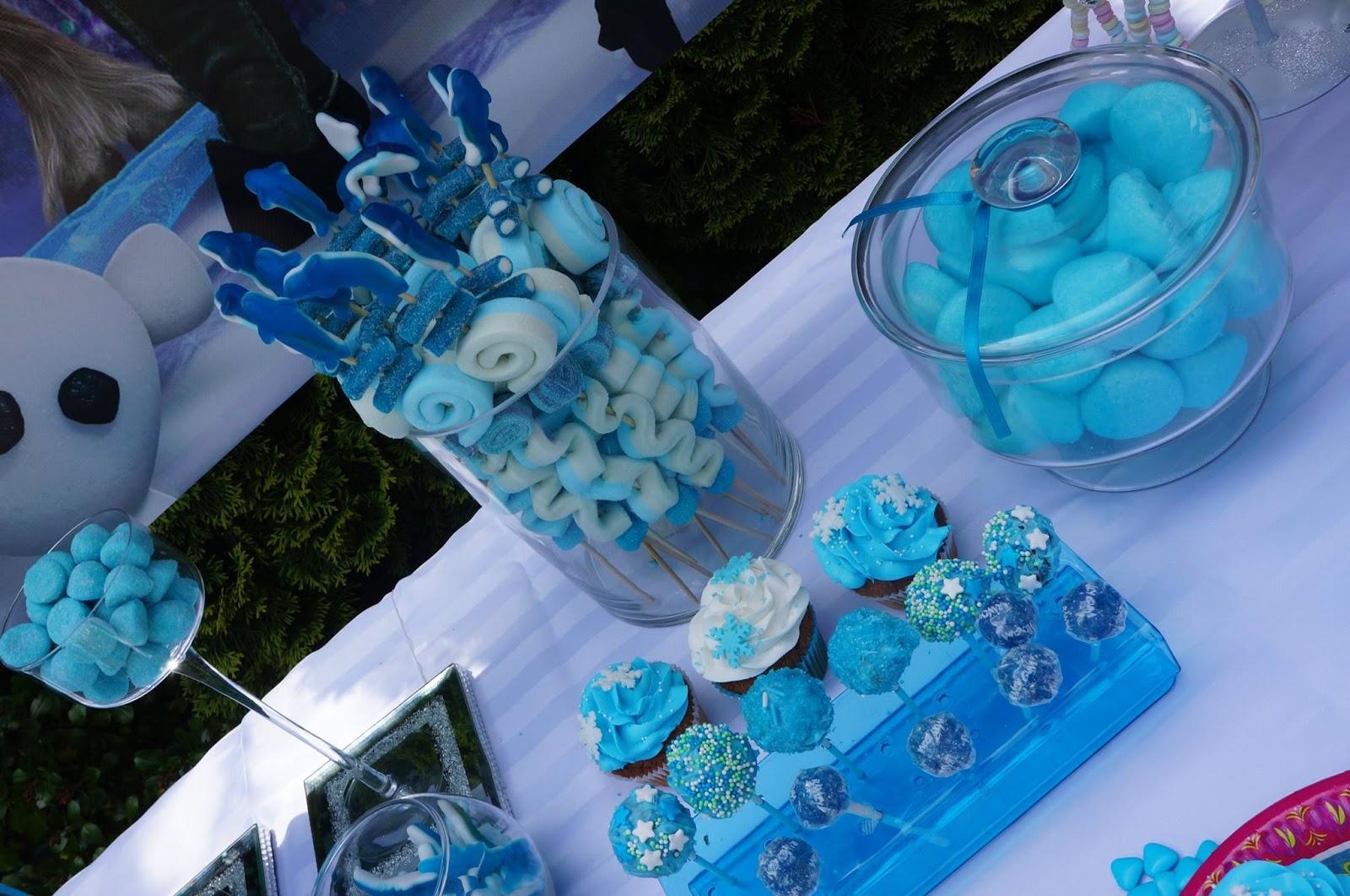 sucreries bleues et cupcakes sur le theme de la reine des neiges