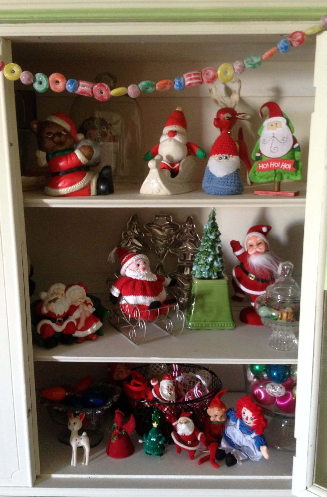Quilted Cupcake: December 2012 - Christmasdecorations On Cupboard Top