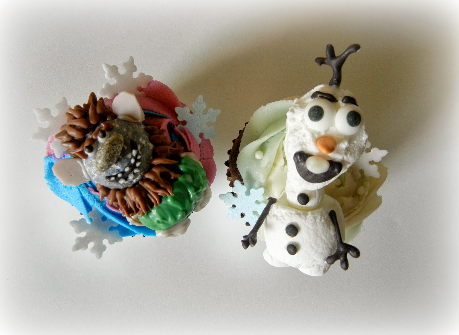 Sugar Swings! Serve Some: Disney Frozen Movie Cupcakes