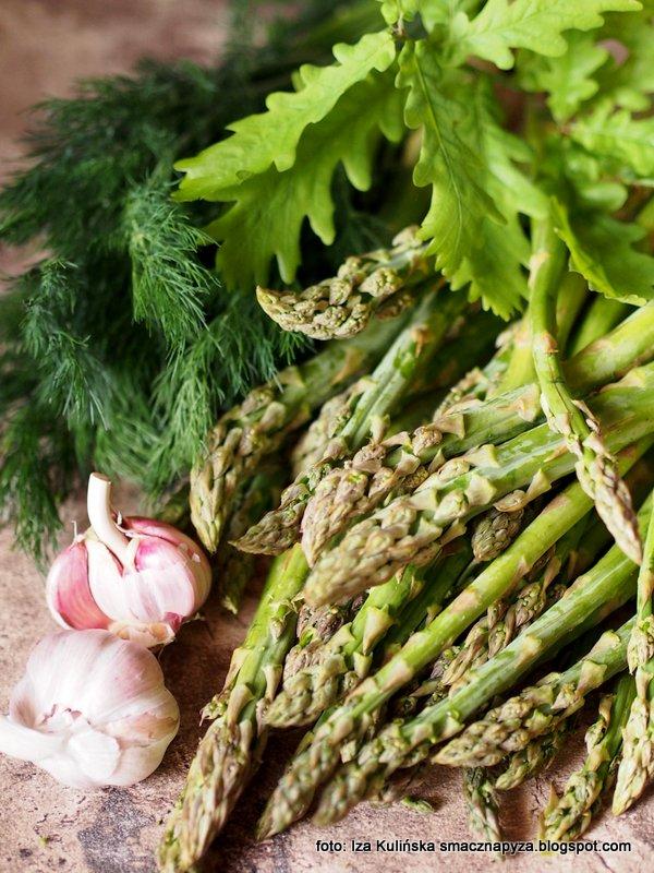 kiszone szparagi, zielone szparagi, kiszonki, warzywa, szparagi w sloikach, szparagowa kiszonka, asparagus