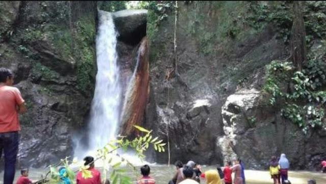 Jelang Ramadan, Air Terjun Sarambualla Lutra Ramai Dikunjungi